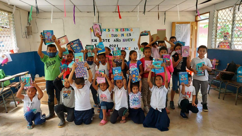 MLR Forestal entrega útiles escolares y material didáctico por cuarto año consecutivo