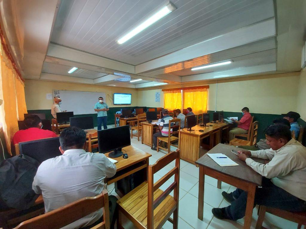 La reunión entre representantes de las Comunidades Mayangnas del Territorio Indígena Mayangna Arungka Matumbak y de MLR Forestal se se realizó en el Auditorio de la Universidad URACCAN en el Municipio de Rosita (RACCN)