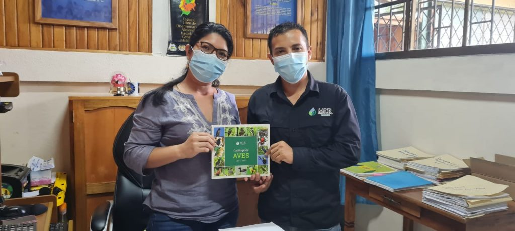 entrega catálogo de aves MLR Forestal uraccan Siuna